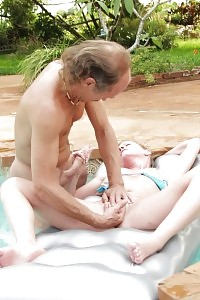 Mom Blonde Digging Out In The Swimming Pool